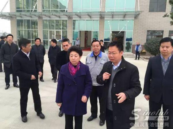 南京市委书记黄莉新视察龙蟠下属可兰素工厂